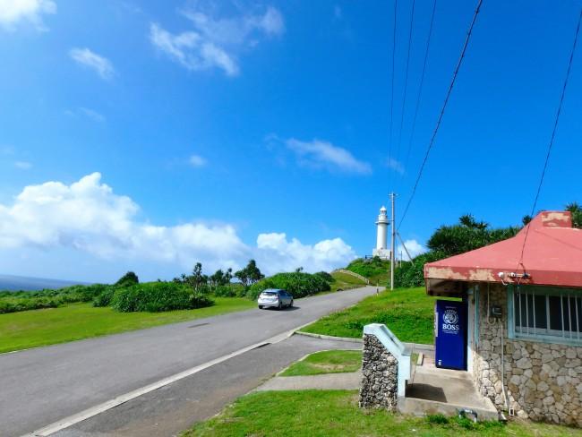 ④断崖絶壁にそり立つ御神崎灯台